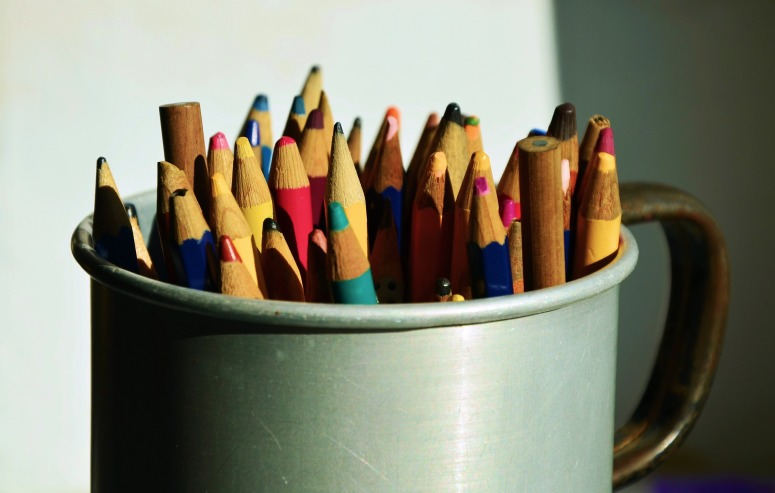 colored-pencils-1011022_1920.jpg